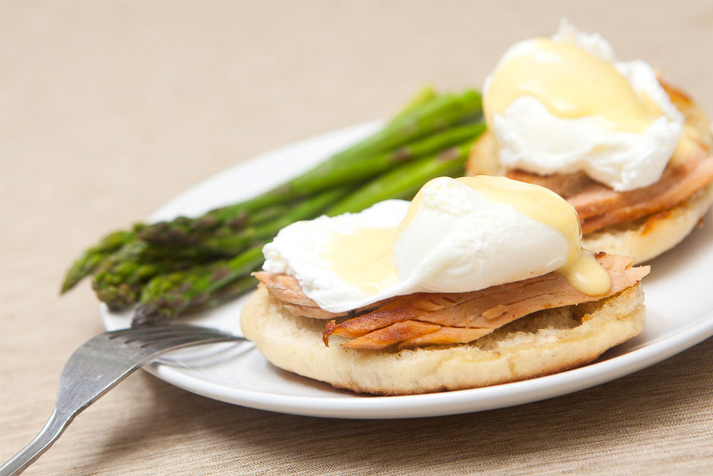 Eggs Benedict with Salmon and Asparagus
