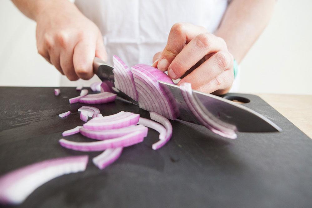 Cutting onion